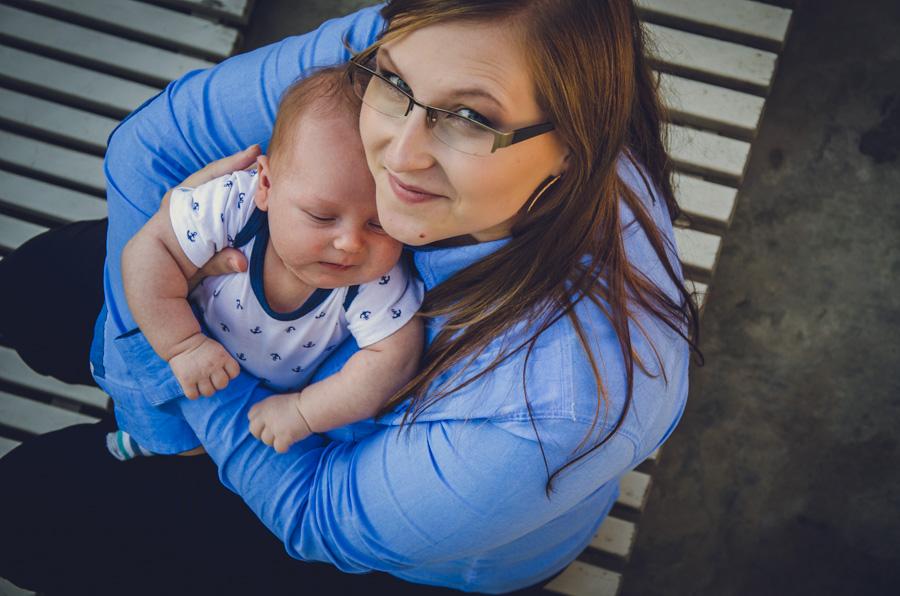 Mama z niemowlakiem w Łazienkach Królewskich