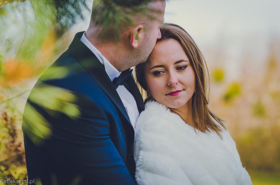 Kobieta i mężczyzna na sesji ślubnej