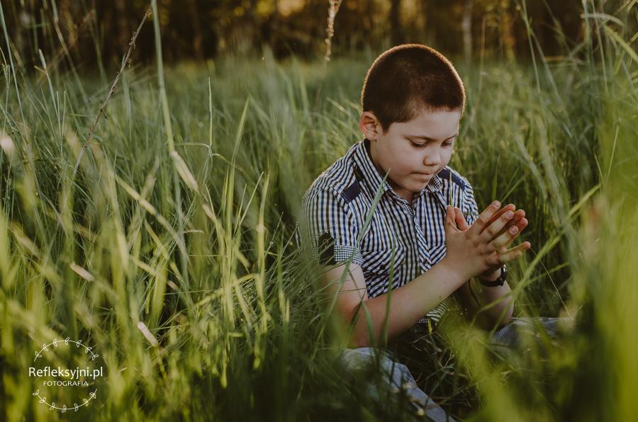 Chłopiec na polanie