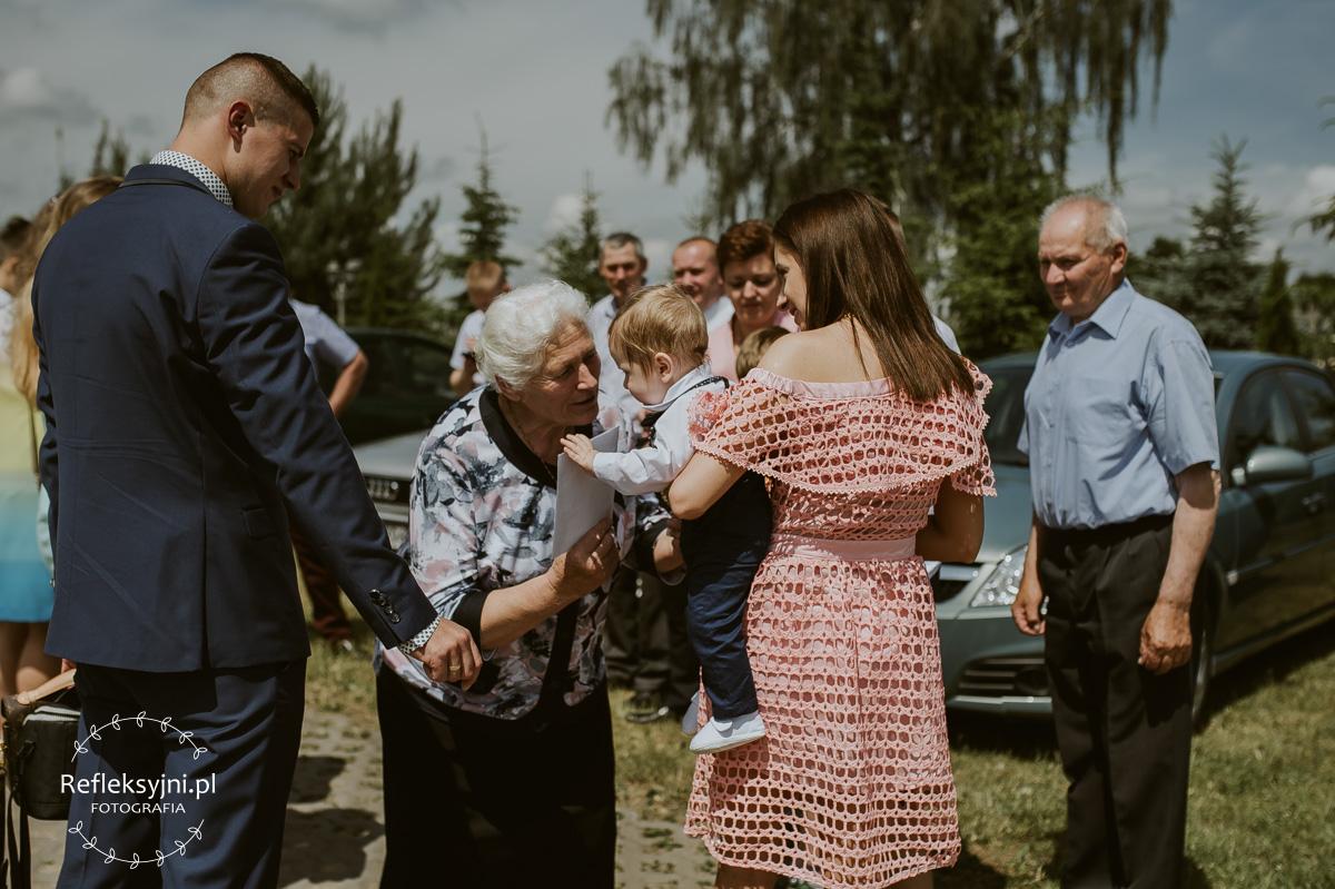 Rodzice dziecko i babcia