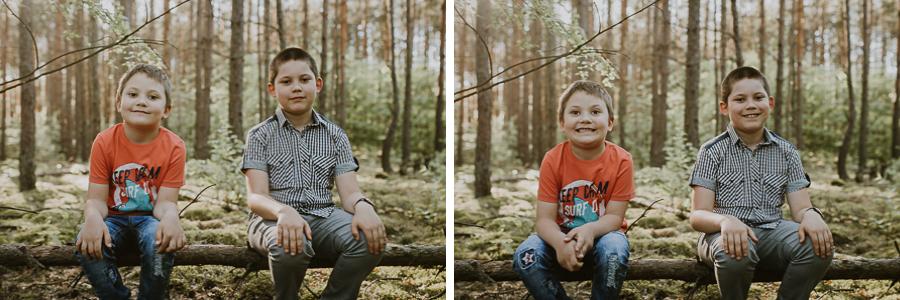 Dwóch chłopców w lesie
