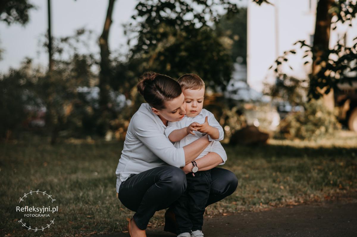 Dziecko z mamą w parku