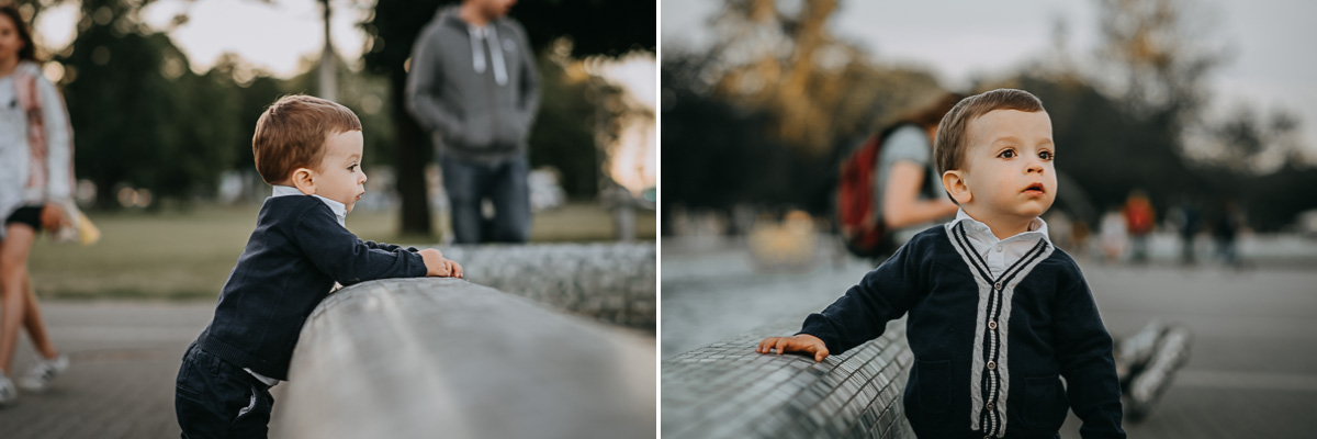 Chłopiec przy warszawskiej fontannie