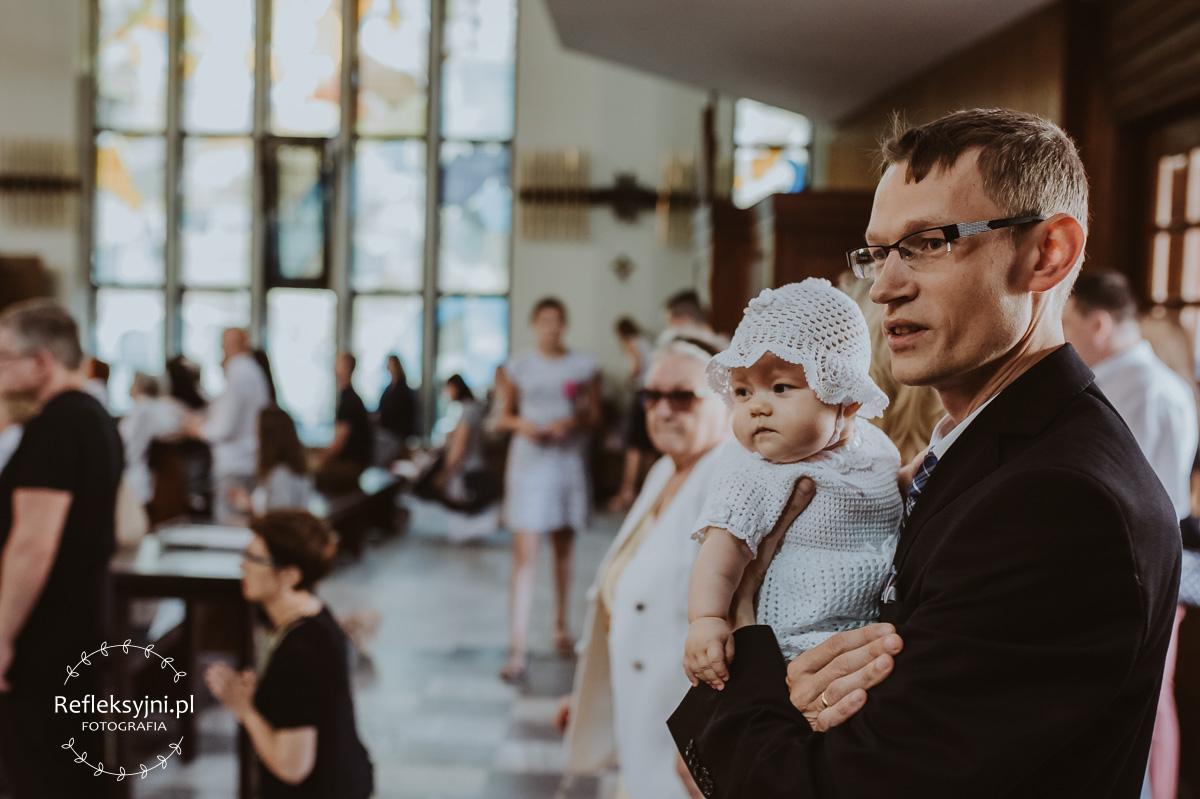 Tata z córką w Kościele