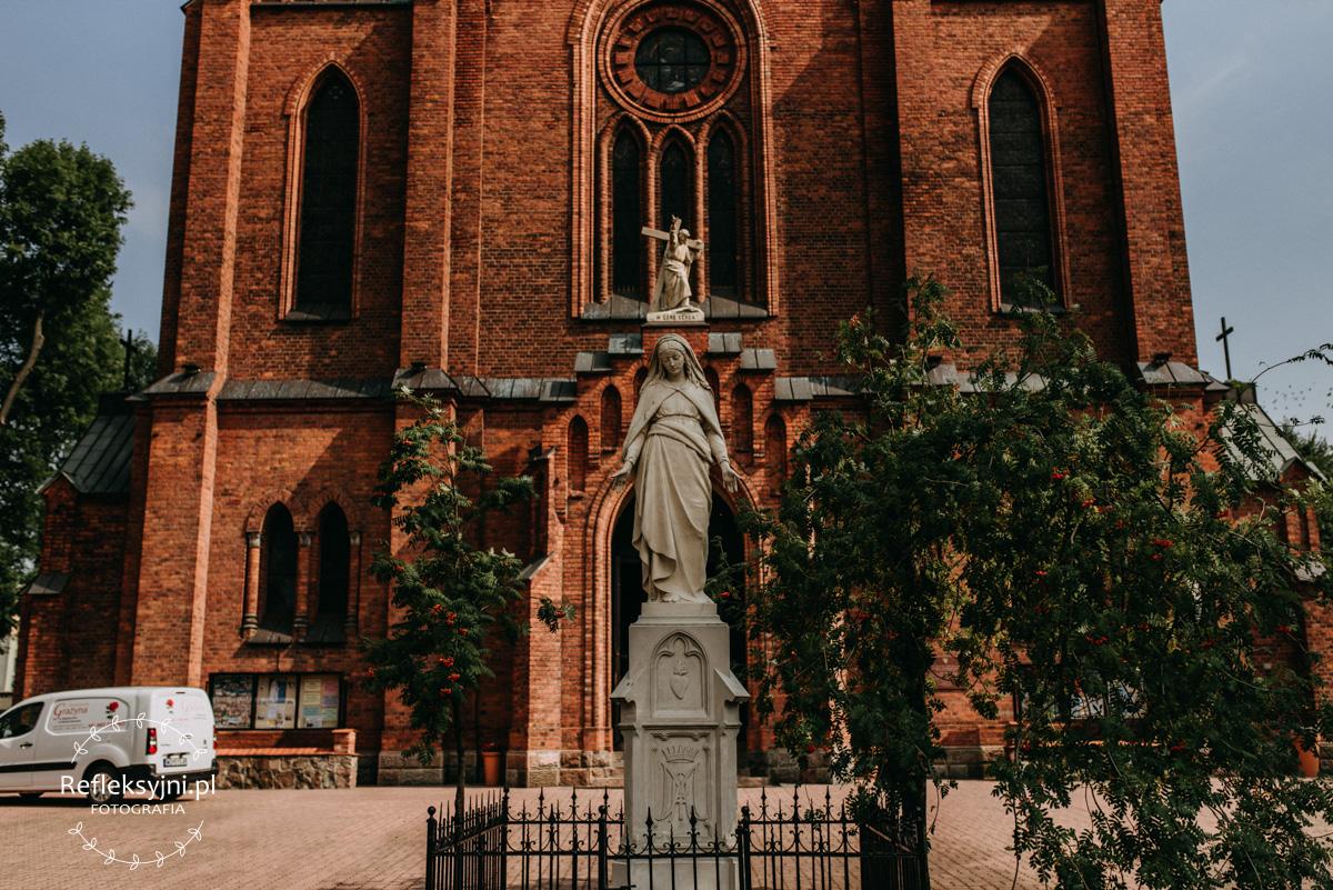 Pomnik przed Kościołem