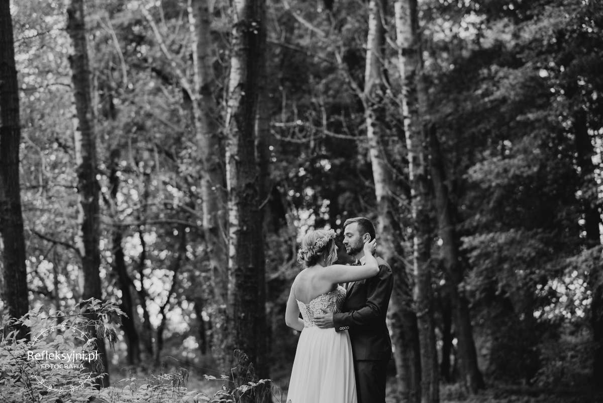 Para Młoda i drzewa