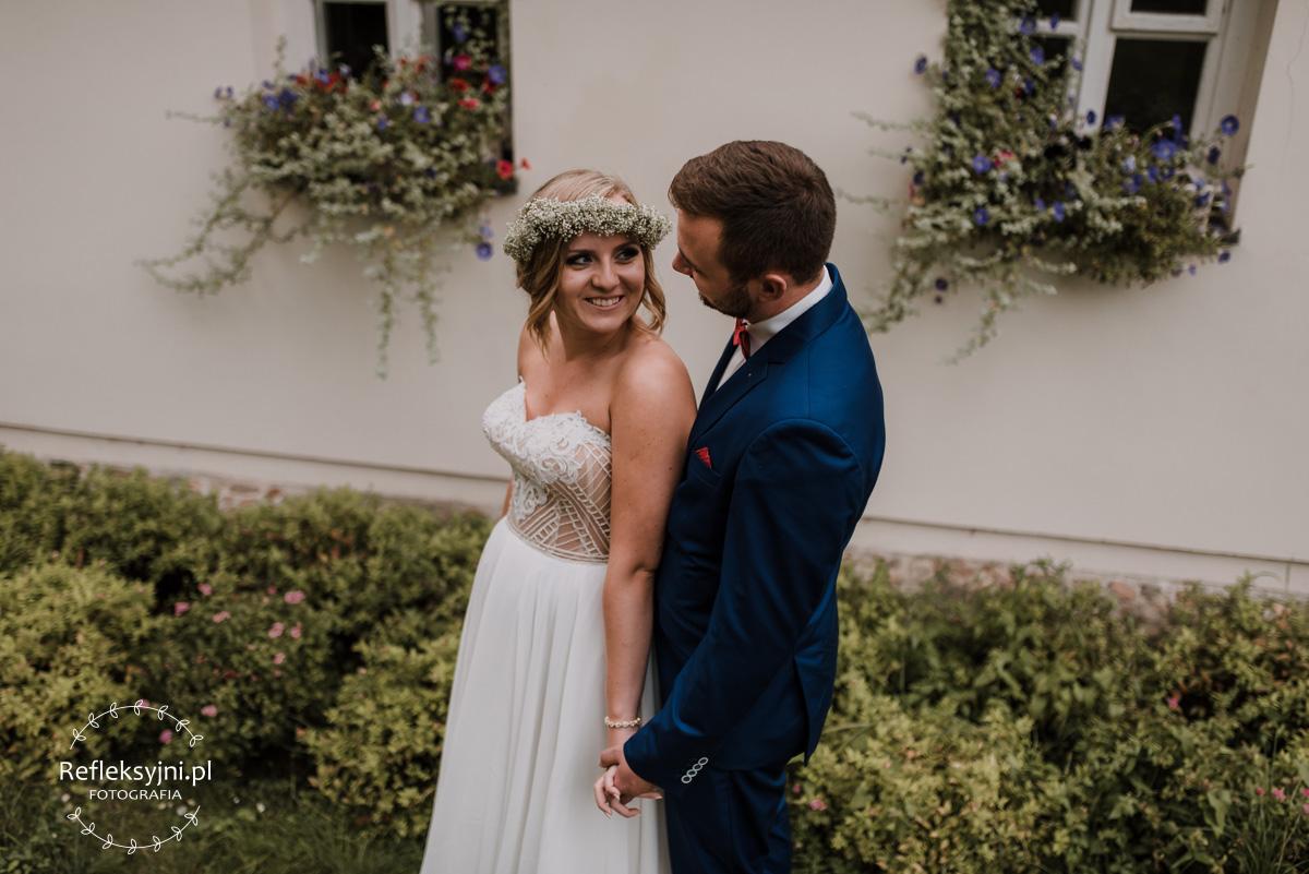 Para Młoda na sesji ślubnej w Nieborowie
