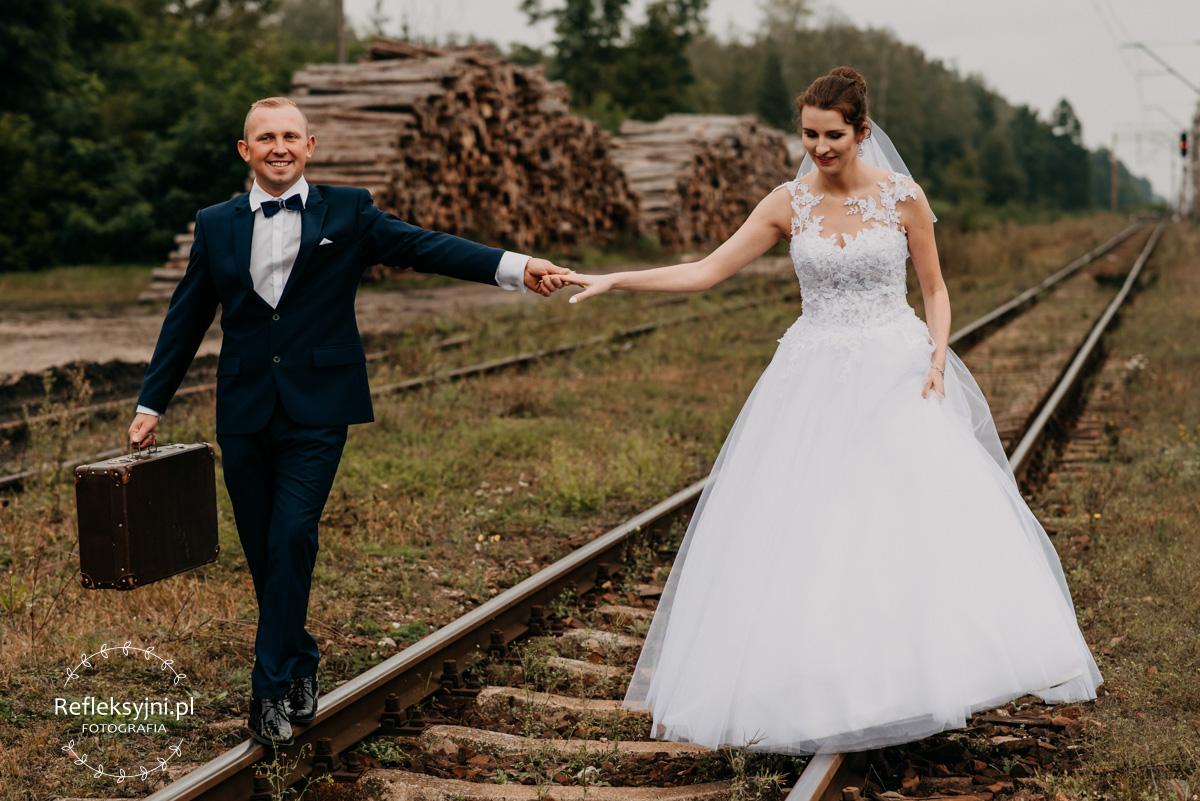 Sesja ślubna plenerowa Sadowne koło Broku tory