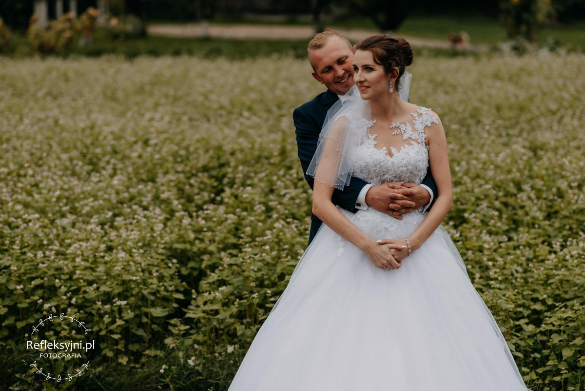 Sesja ślubna plenerowa w rzepaku