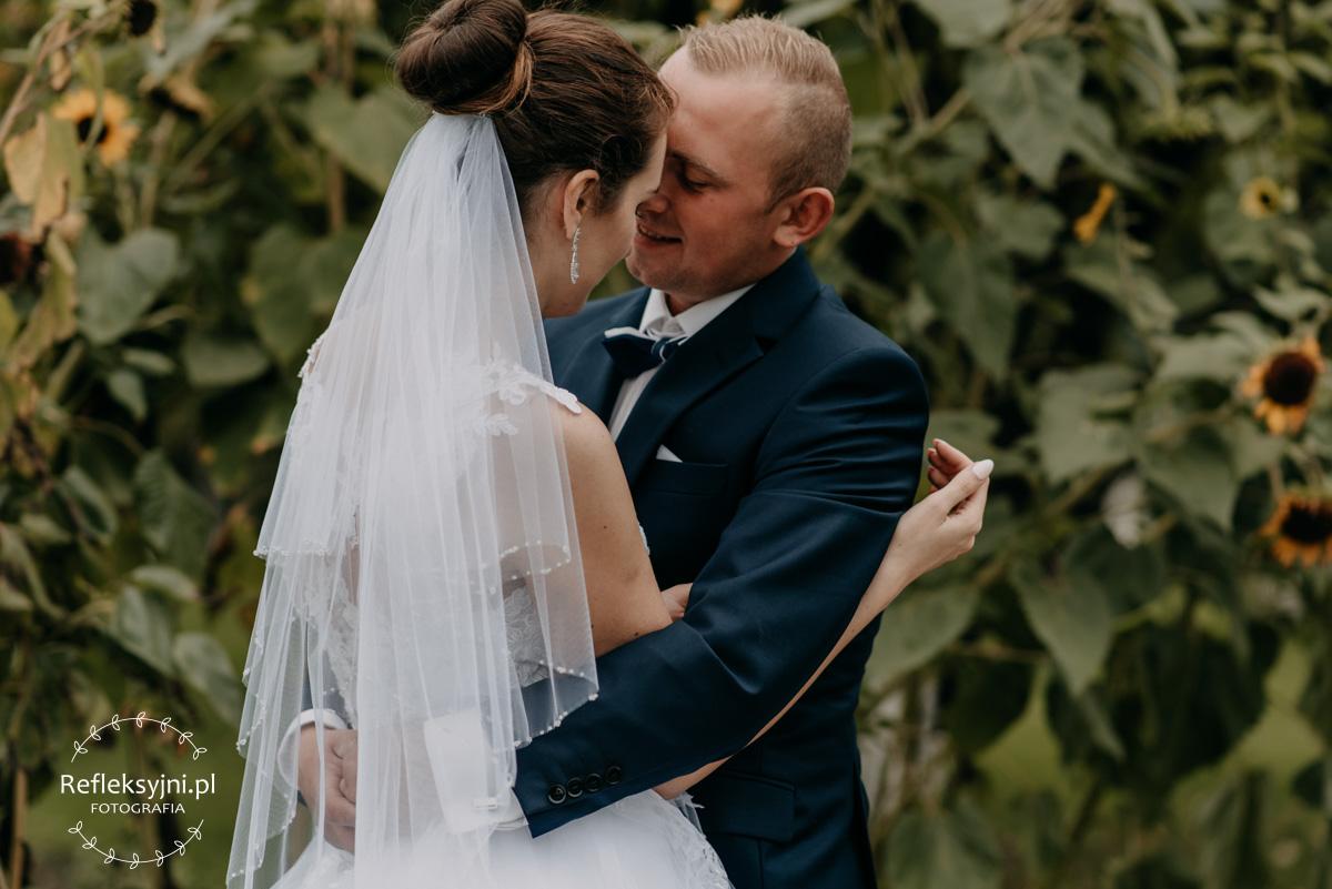 Sesja ślubna plenerowa słoneczniki