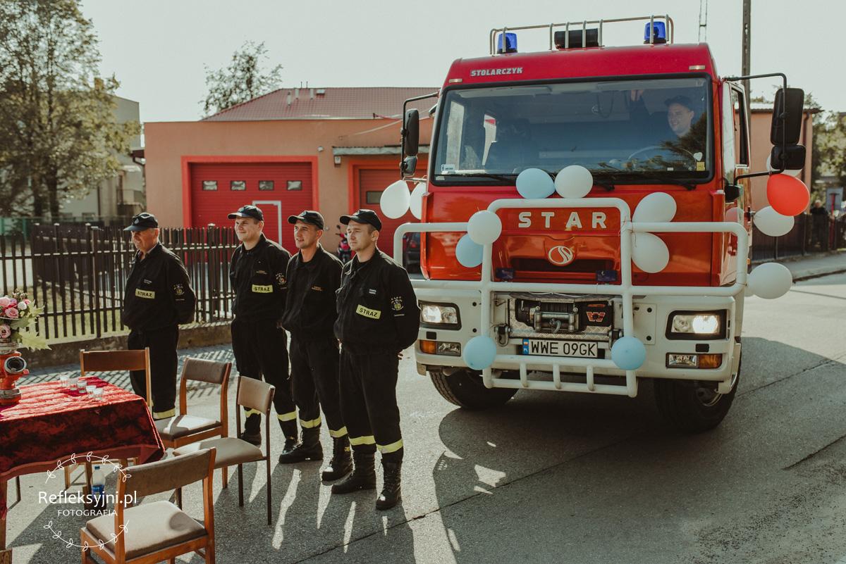 Brama zrobiona przez straż pożarną