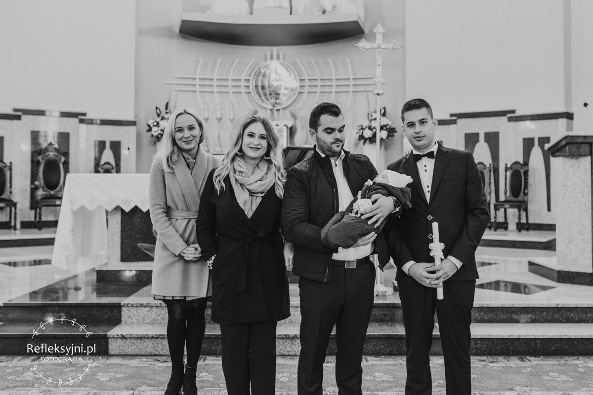 Zdjęcie grupowe podczas chrztu