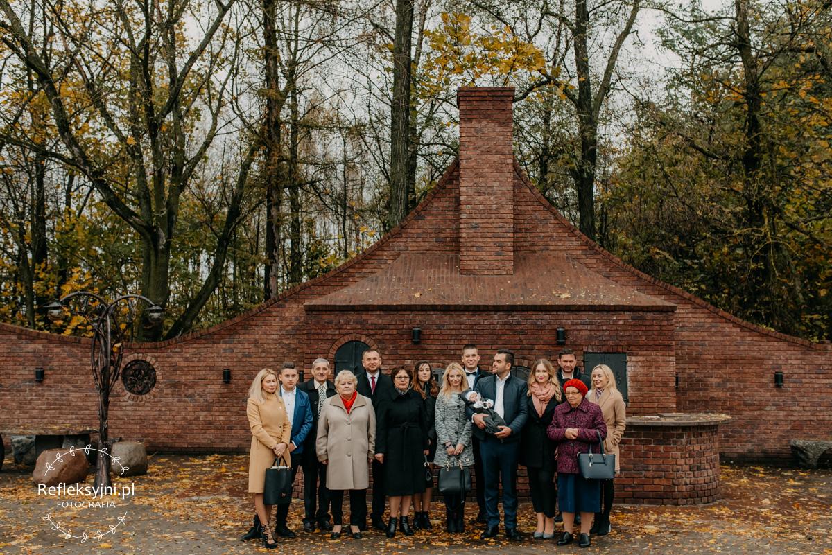 Grupowe zdjęcie gości podczas Chrztu