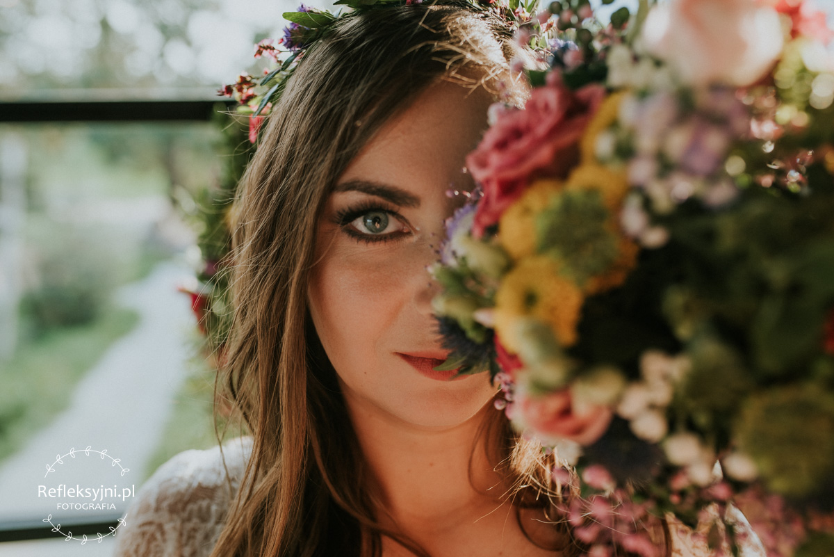 Pani Młoda z bukietem ślubnym