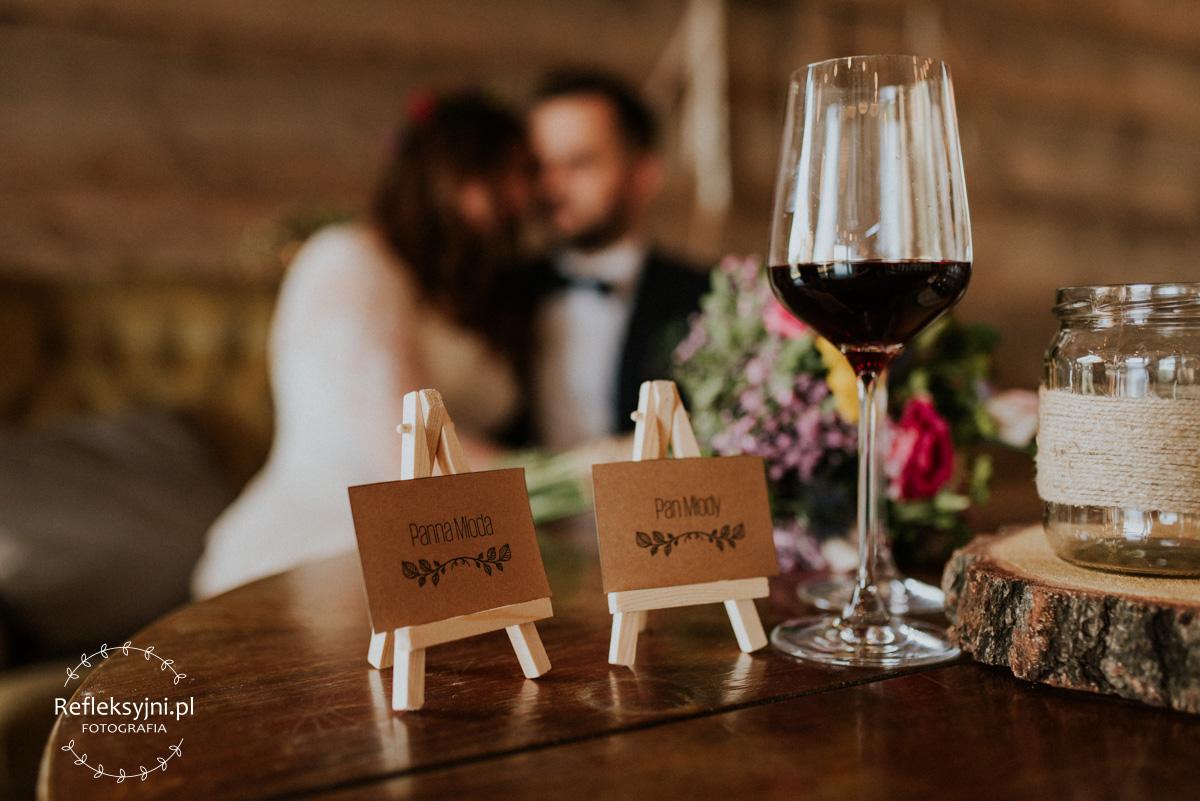Rustykalne winietki i dekoracje ślubne