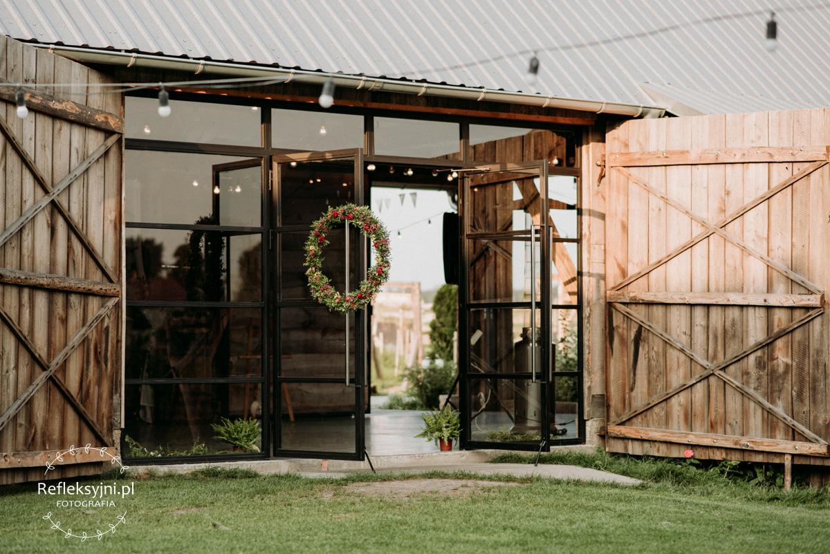 Przeszklenia stodoły na wesela