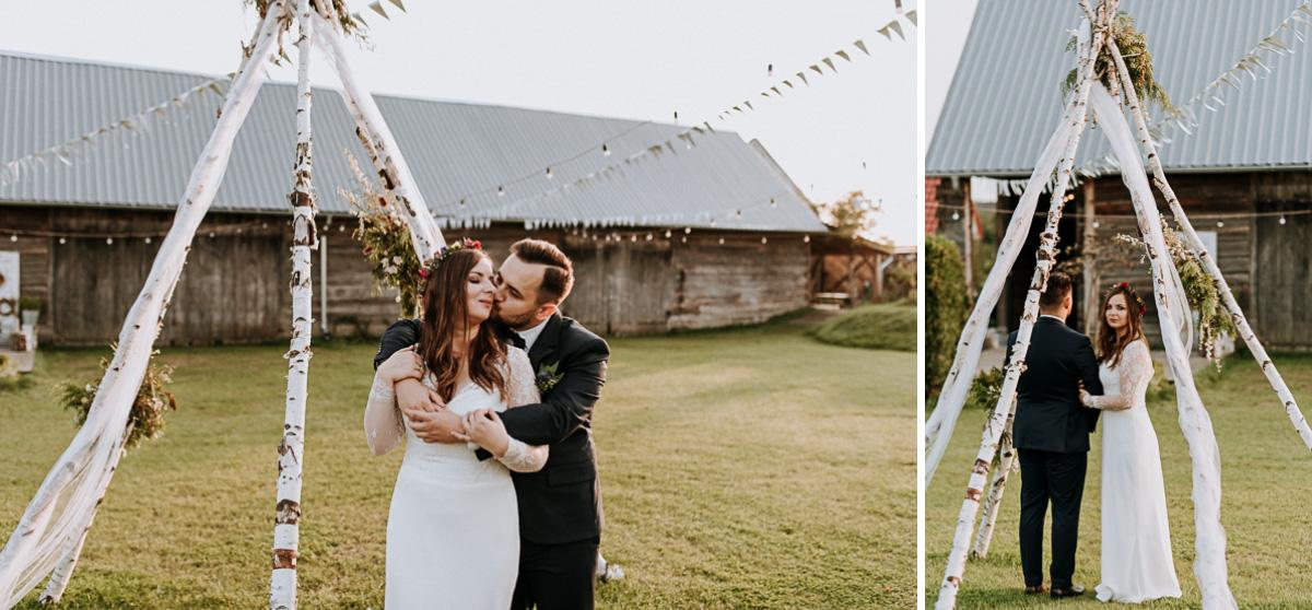 Państwo Młodzi przy stodone na wesele