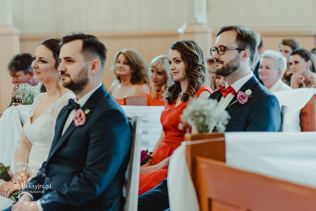 Świadkowie siedzący w Kościele