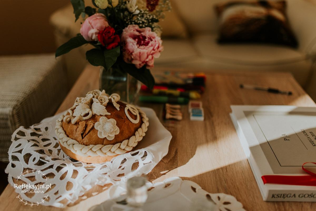 Chleb i księga gości