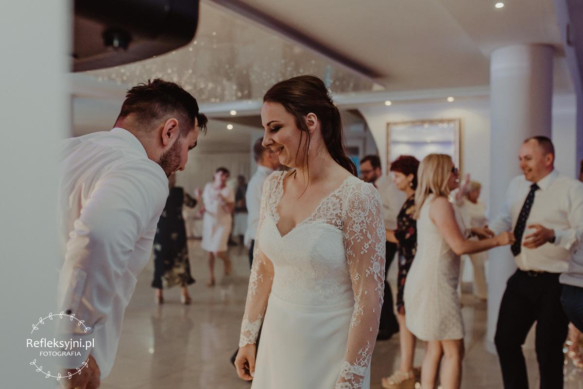 Pani Młoda podczas przyjęcia weselnego