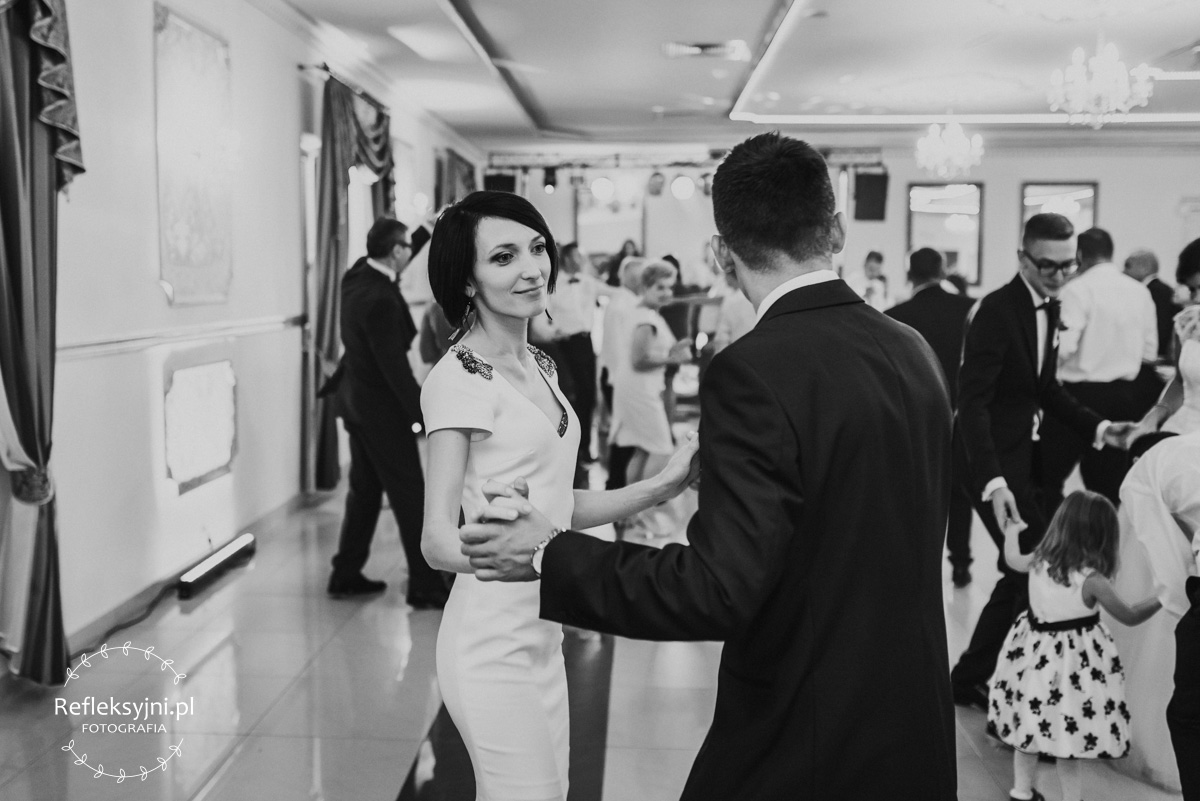 Para tańcząca na weselu