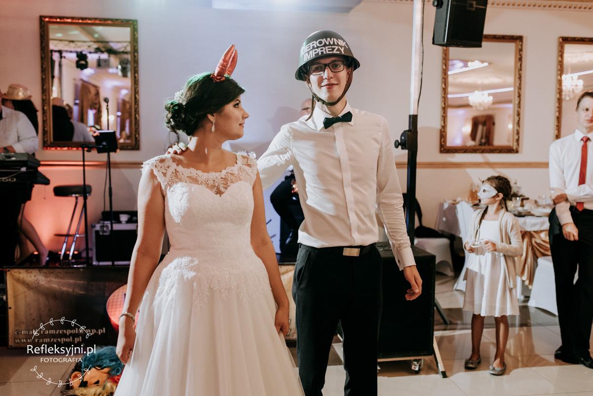 Państwo Młodzi podczas zabawy weselnej