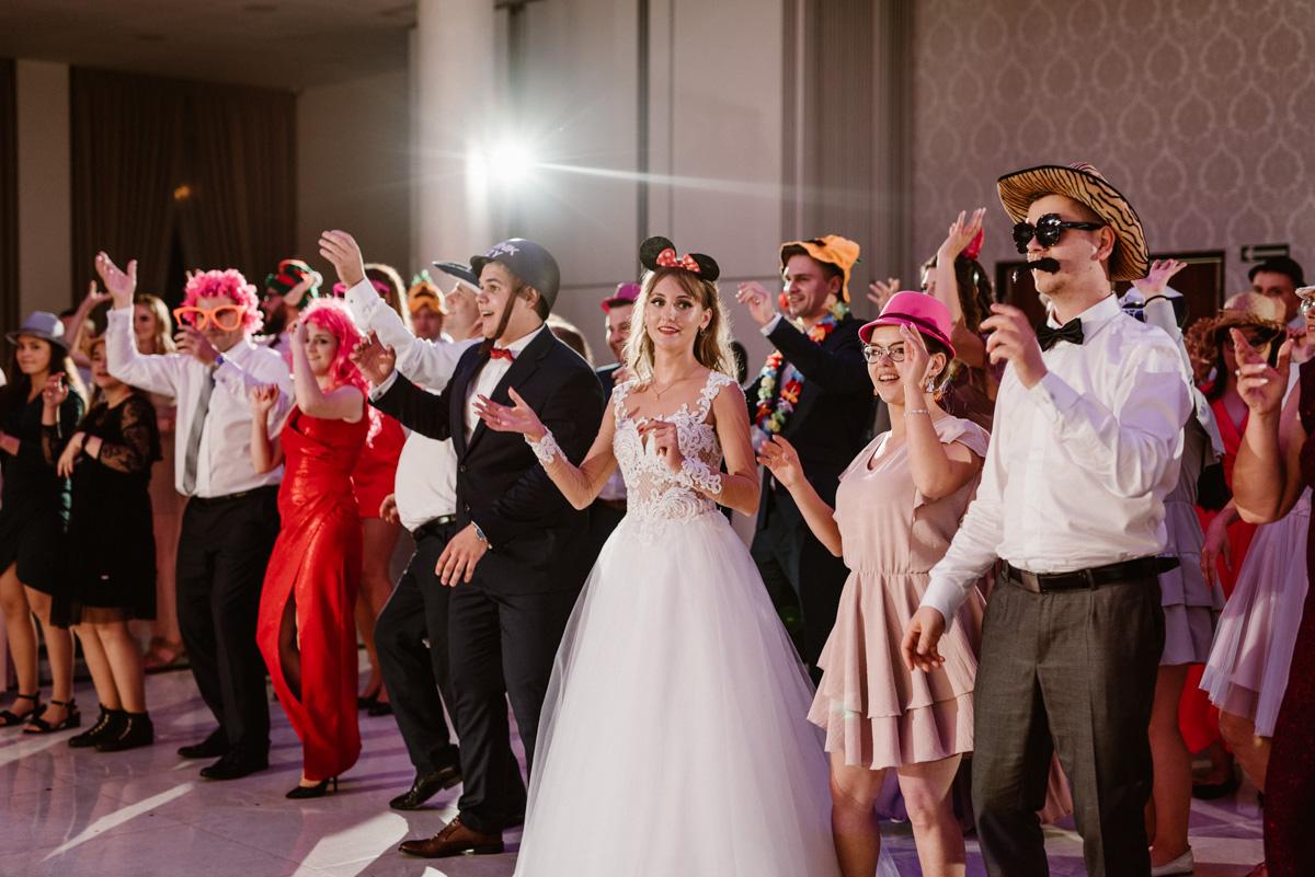 Zabawa weselna taniec w maskach