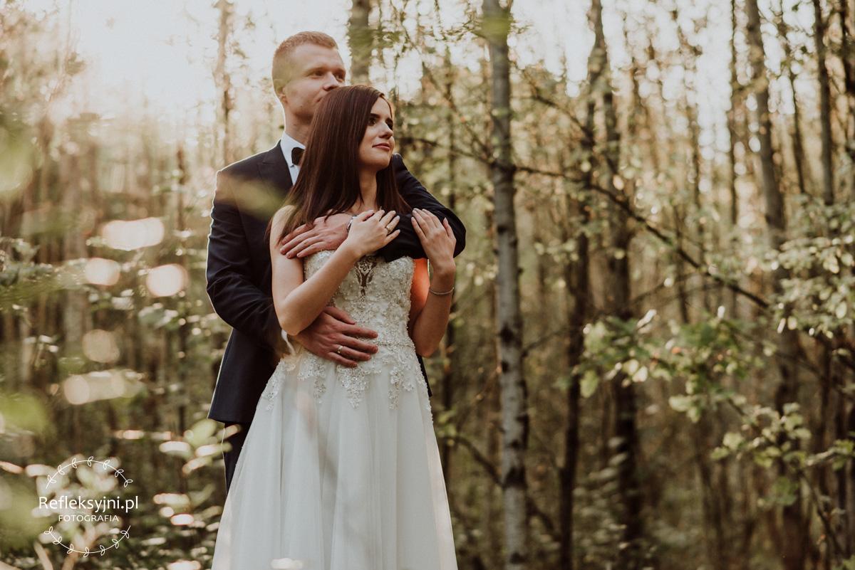 Plenerowa sesja ślubna w lesie
