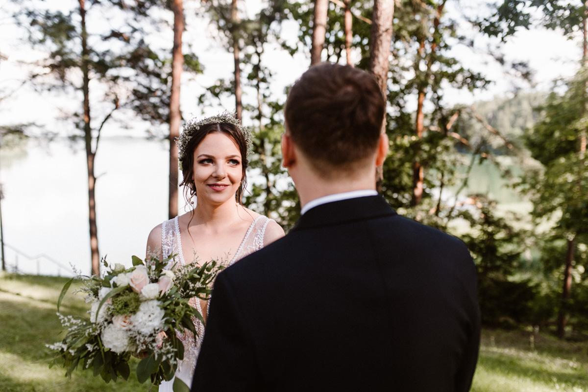 Ślub plenerowy nad jeziorem